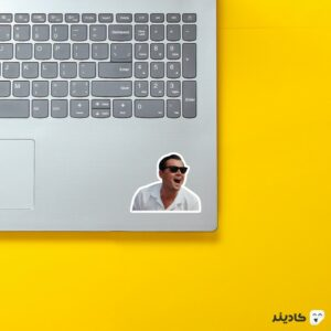 استیکر لپ تاپ خنده دیکاپریو روی لپتاپ