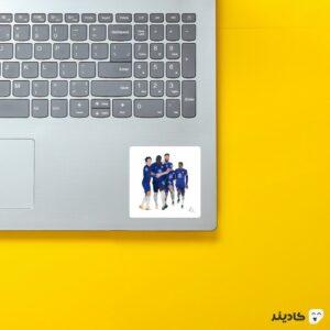 استیکر لپ تاپ خوشحالی بازیکنان چلسی روی لپتاپ