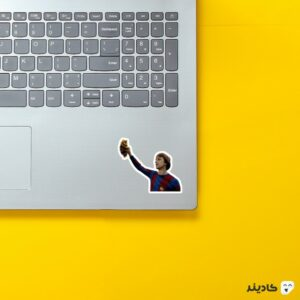 استیکر لپ تاپ کرایوف کبیر روی لپتاپ