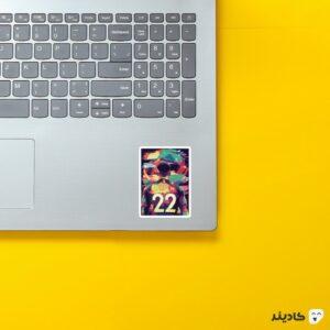 استیکر لپ تاپ پستر زیاش روی لپتاپ