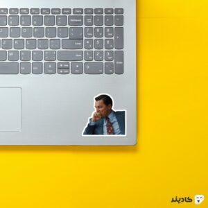 استیکر لپ تاپ میم دیکاپریو روی لپتاپ