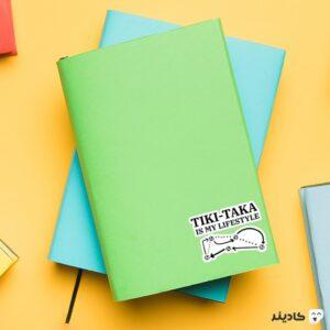 استیکر لپ تاپ تیکی تاکا روی دفترچه