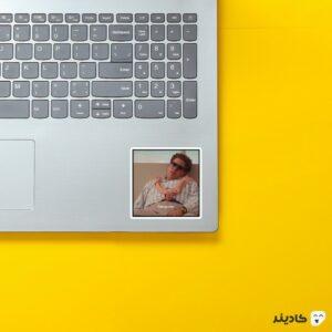 استیکر لپ تاپ هپروت روی لپتاپ