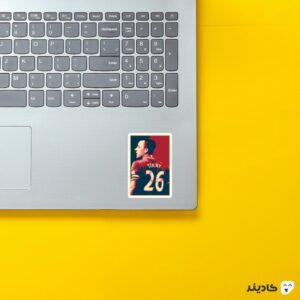 استیکر لپ تاپ پستر جان تری روی لپتاپ