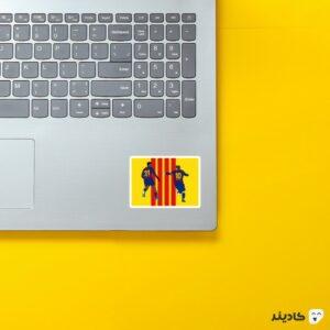 استیکر لپ تاپ مسی و فاتی روی لپتاپ