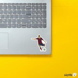 استیکر لپ تاپ شوت لیونل مسی روی لپتاپ