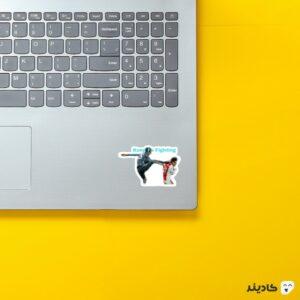 استیکر لپ تاپ کونگفو توماس مولر روی لپتاپ