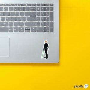 استیکر لپ تاپ لوک روی لپتاپ