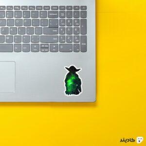 استیکر لپ تاپ آرامش سبز روی لپتاپ