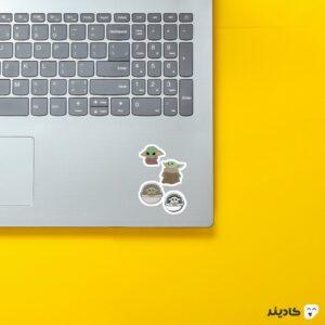 استیکر لپ تاپ میکرو استیکر بیبی یودا روی لپتاپ