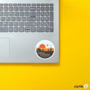 استیکر لپ تاپ به تاتویین خوش آمدین روی لپتاپ