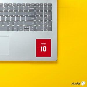 استیکر لپ تاپ شماره روبن روی لپتاپ