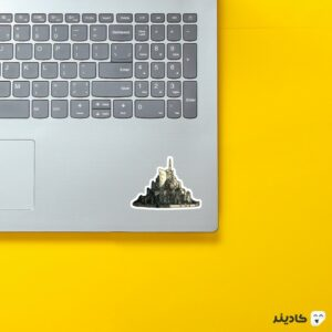 استیکر لپ تاپ شهر گاندور روی لپتاپ
