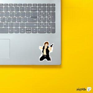 استیکر لپ تاپ هان روی لپتاپ