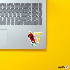 استیکر لپ تاپ فرانک ریبری روی لپتاپ