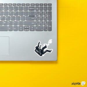 استیکر لپ تاپ سقوط در سیاه چاله روی لپتاپ