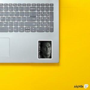 استیکر لپ تاپ در میان ستارگان روی لپتاپ