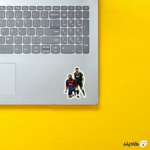 استیکر لپ تاپ بوفون در گذر زمان روی لپتاپ