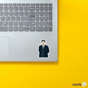 استیکر لپ تاپ پیکی بلایندرز، تامی شلبی روی لپتاپ