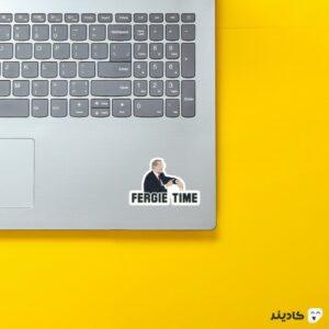 استیکر لپ تاپ فرگی تایم روی لپتاپ