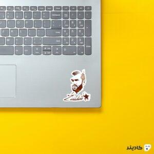 استیکر لپ تاپ زیدان روی لپتاپ
