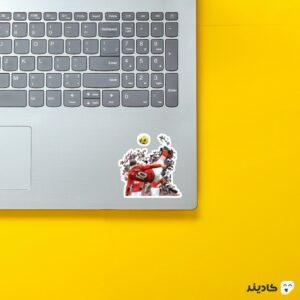 استیکر لپ تاپ برگردون رونی روی لپتاپ