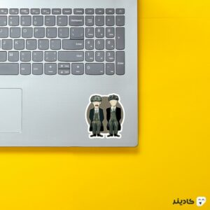 استیکر لپ تاپ پیکی بلایندرز، تامی و آرتور روی لپتاپ