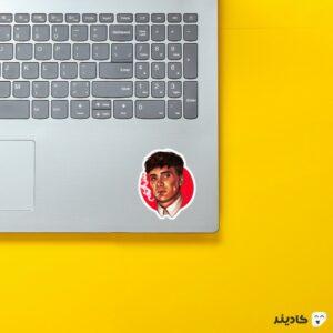استیکر لپ تاپ پیکی بلایندرز، ابهت شلبی روی لپتاپ