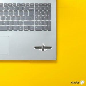 استیکر لپ تاپ نماد فروهر روی لپتاپ