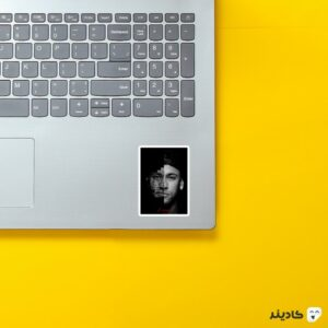 استیکر لپ تاپ نیمار سیاه سفید روی لپتاپ