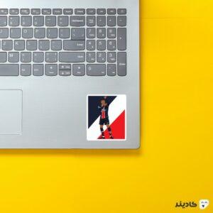 استیکر لپ تاپ کیلین امباپه روی لپتاپ