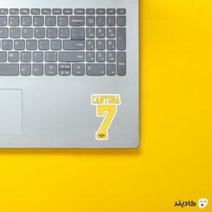 استیکر لپ تاپ کانتونا 7 روی لپتاپ