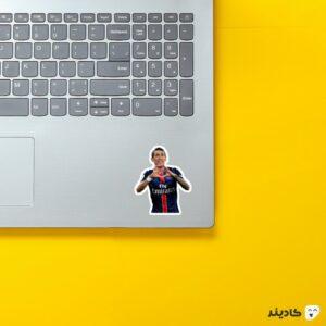 استیکر لپ تاپ دی ماریا روی لپتاپ