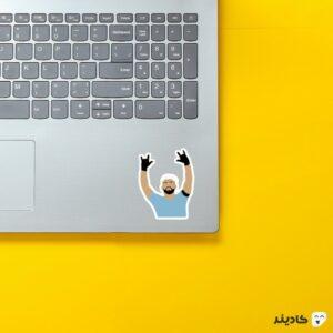 استیکر لپ تاپ خوشحالی گل آگوئرو روی لپتاپ