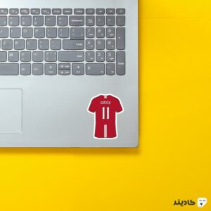 استیکر لپ تاپ کیت رایان گیگز روی لپتاپ