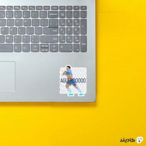 استیکر لپ تاپ آگوئرو اگوئرو روی لپتاپ
