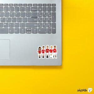 استیکر لپ تاپ استیکر پیکسلی افسانه های شماره هفت روی لپتاپ