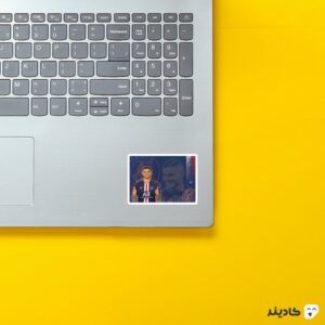 استیکر لپ تاپ ایکاردی در پی اس جی روی لپتاپ