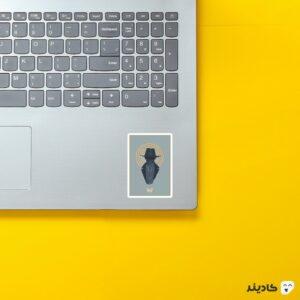 استیکر لپ تاپ لوگو هنری سریال وستورلد روی لپتاپ