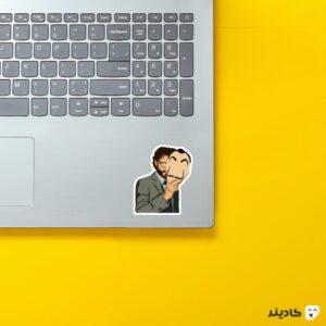 استیکر لپ تاپ پوستر پروفسور روی لپتاپ