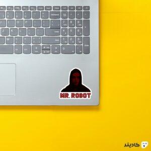 استیکر لپ تاپ مستر ربات - الیوت و تایپوگرافی روی لپتاپ