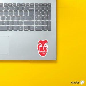 استیکر لپ تاپ نقاب قرمز رنگ سریال روی لپتاپ