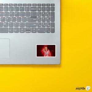 استیکر لپ تاپ لوییس آلبرتو سوارز روی لپتاپ