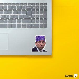 استیکر لپ تاپ سریال آفیس - مایکل با دستمال سر روی لپتاپ