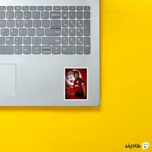 استیکر لپ تاپ کاپتان مالدینی بزرگ روی لپتاپ