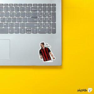 استیکر لپ تاپ طرح گرافیکی زلاتان روی لپتاپ