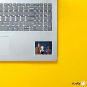 استیکر لپ تاپ دنیای عنکبوتی روی لپتاپ