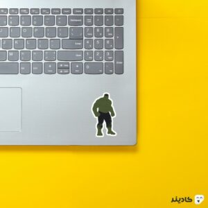 استیکر لپ تاپ بنر هالک روی لپتاپ