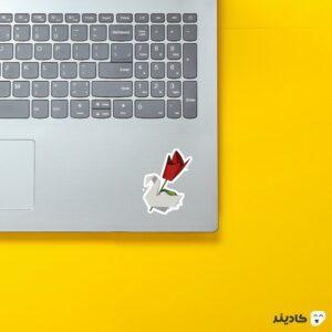 استیکر لپ تاپ فرار از زندان - اریگامی قو و گل رز روی لپتاپ