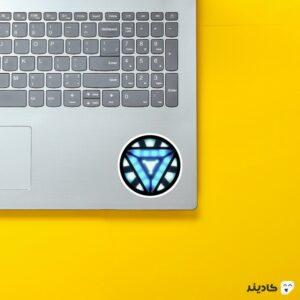 استیکر لپ تاپ راکتور آرک روی لپتاپ